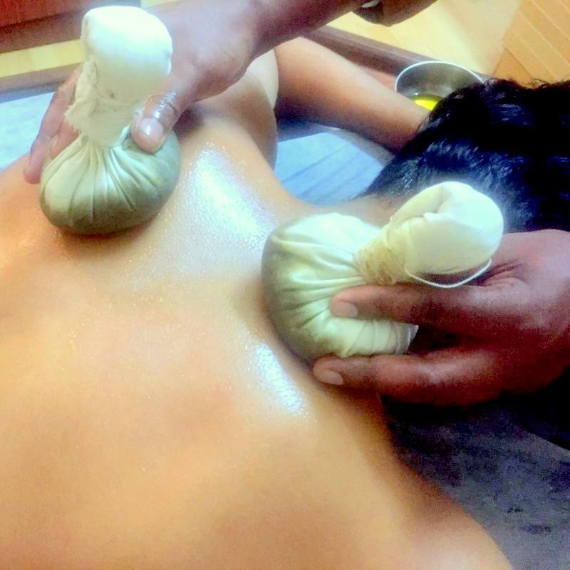 potli-massage-ayurveda